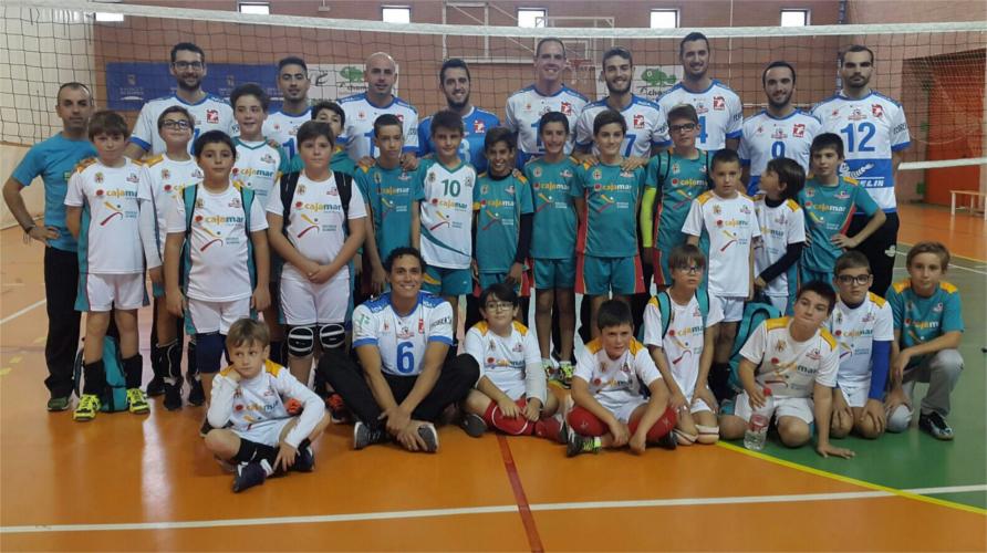 Alevines con equipo senior - Mintonette Almería.